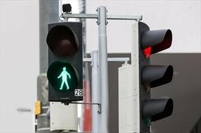 ابداع چراغ راهنمایی که عبور عابر را متوجه میشود
